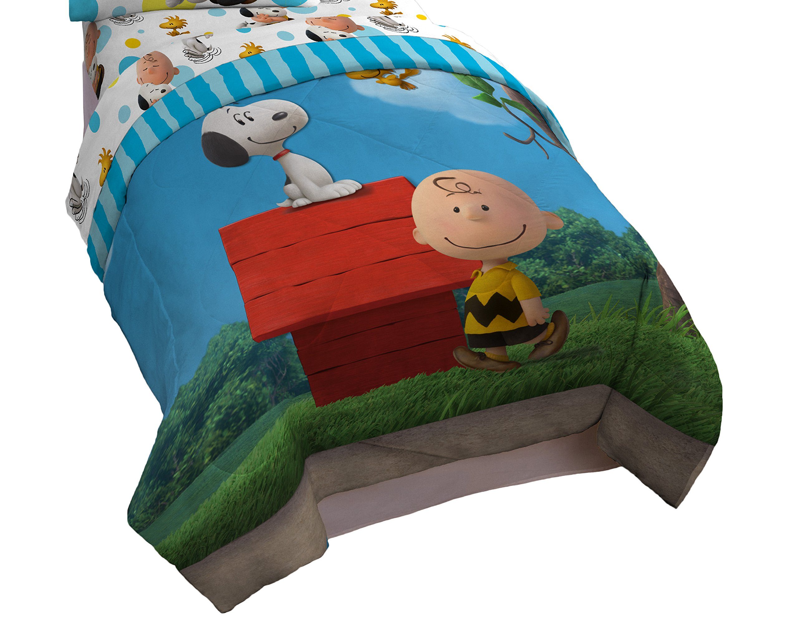 Peanuts Charlie Brown Sunny Day Twin Comforter - Super Soft Kids Reversible Bedding features Charlie Brown and Snoopy - Fade Resistant Polyester Microfiber Fill (Official Peanuts Product)