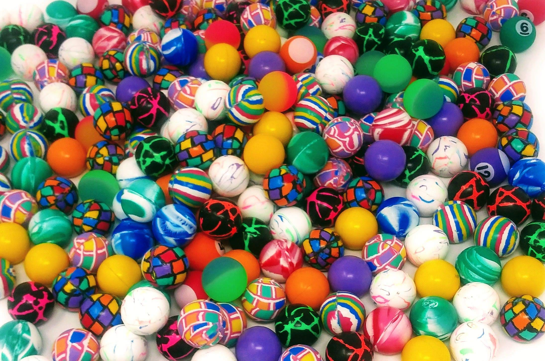 4E's Novelty Mega Bulk Assortment of 250 Bouncy Super Balls Mix for Kids, High Bouncing Swirl Rubber Balls, Great Bounce Party Favor Toys, Carnival Fun Prizes, for Boys and Girls 1''