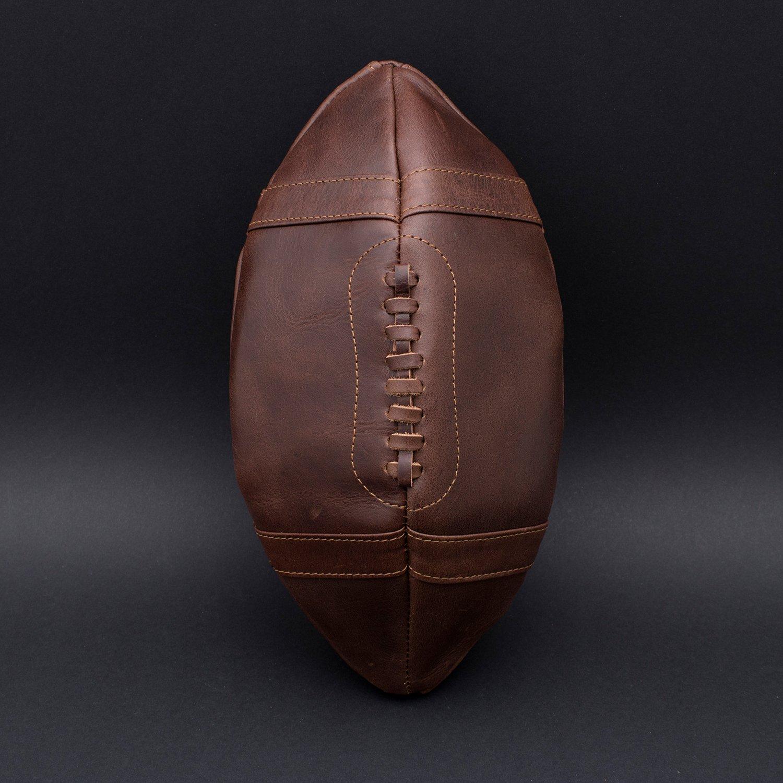 BRAND The Cavendish Collection - 1001720 cuir Brown trousse de toilette dans la conception de football am/éricain un thumbs UP Le cadeau parfait pour les amateurs de sport