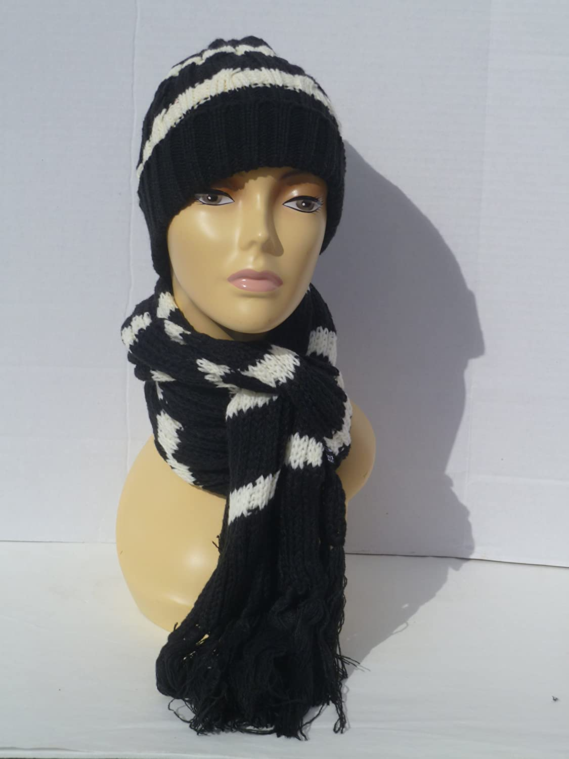 082ecf7b5c5 Amazon.com  Women Hat and Scarf Set Ladies Winter Scarf and Hat  (White Black)  Beauty