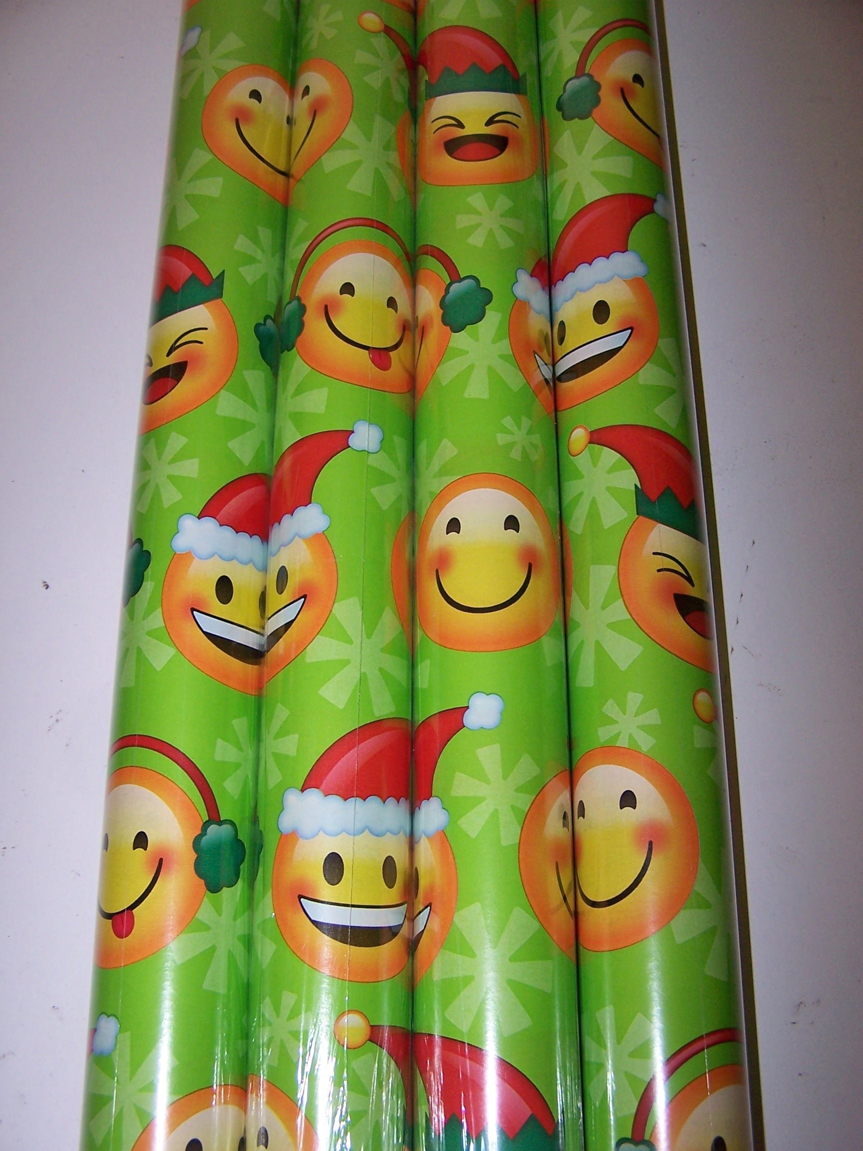 EMOJI 1 Roll of 50 sq ft Gift Wrap Christmas paper (Green)