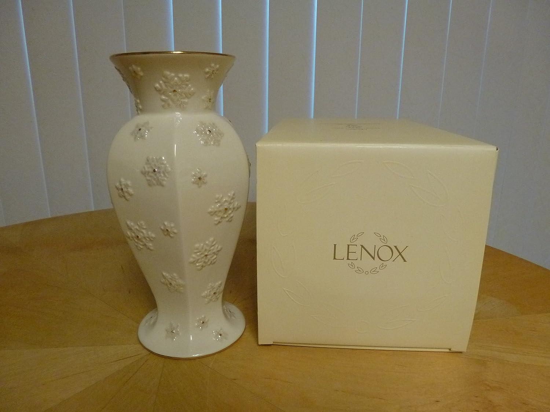 Amazon lenox snowflake bud vase accented with gold trim home amazon lenox snowflake bud vase accented with gold trim home kitchen floridaeventfo Choice Image