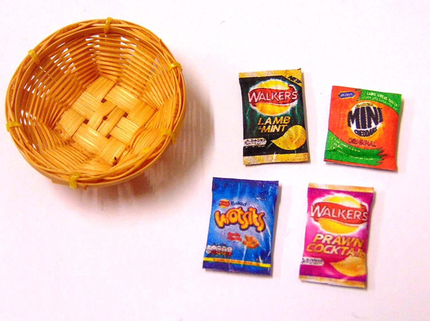 Tumdee Miniatures Dolls House Accessory 4 Mixed Crisp Packets In a Basket