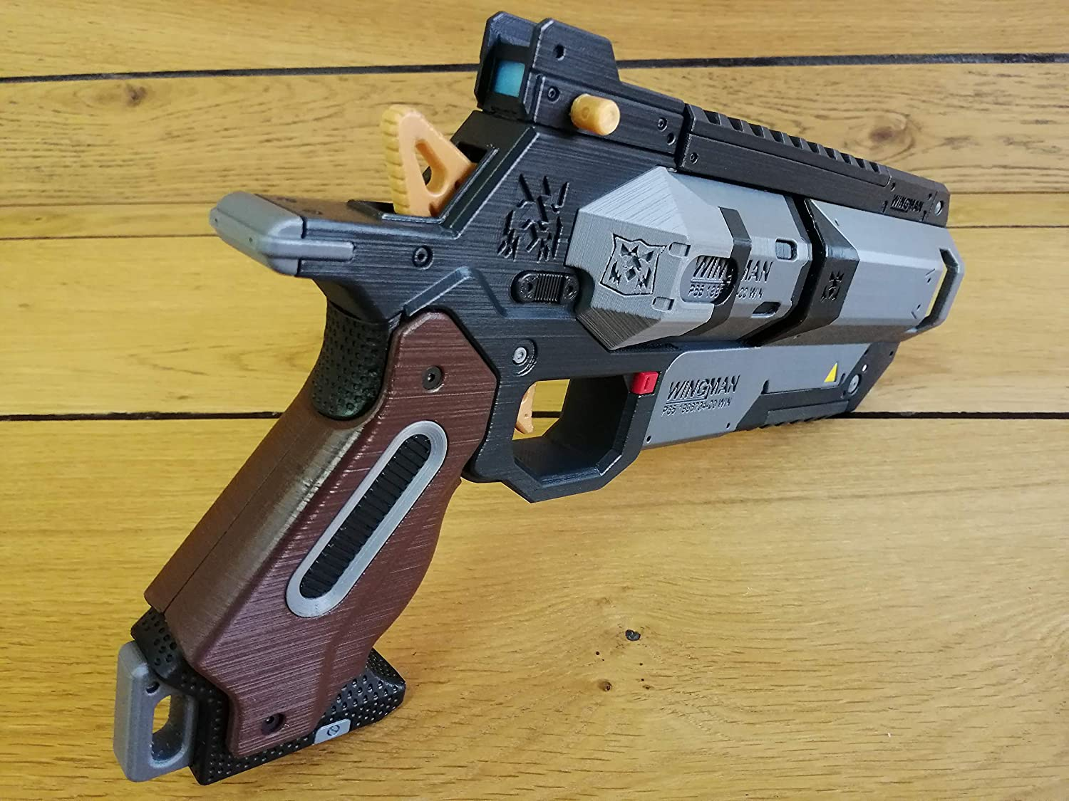 Cosplay 3d printed acrilic painted varnished Apex WINGMAN