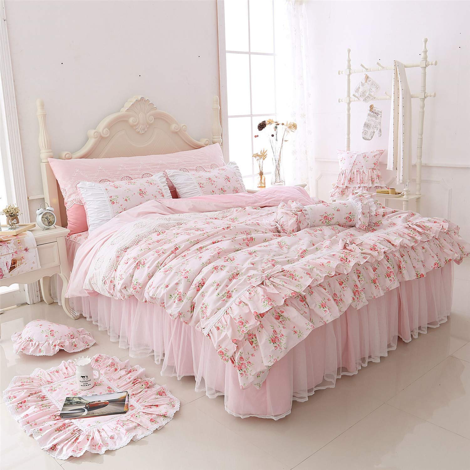 Amazon LELVA Romantic Roses Print Duvet Cover Set with Bed