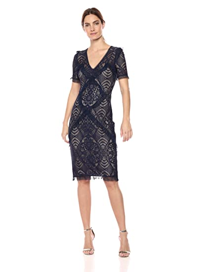 8561b12e787 BCBGMAXAZRIA Women s Floral Stretch Lace Sheath Formal Dress  Amazon.co.uk   Clothing