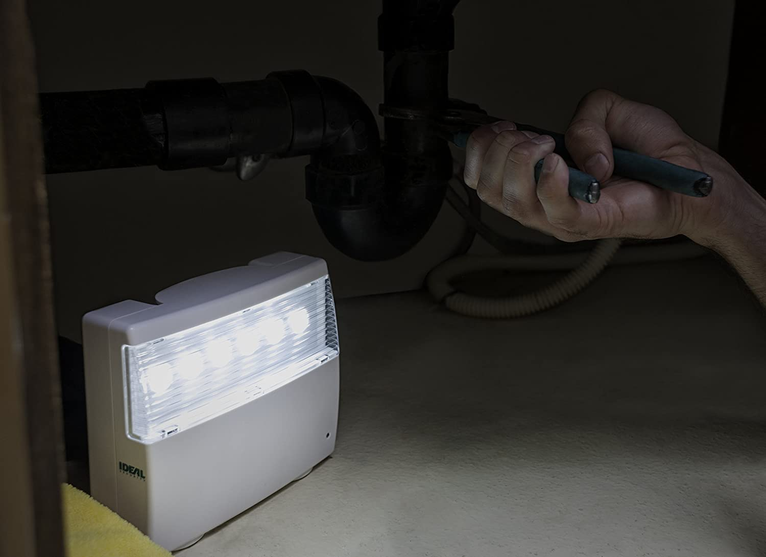 Ideal Security Inc Sk638 Home Emergency Power Failure White 120 Fully Automatic Light Lumens Led Up To 16 Hours Of No Wiring