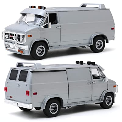 GREENLIGHT 13568 1983 GMC VANDURA - Silver Metallic DIECAST Model Van 1:18: Toys & Games