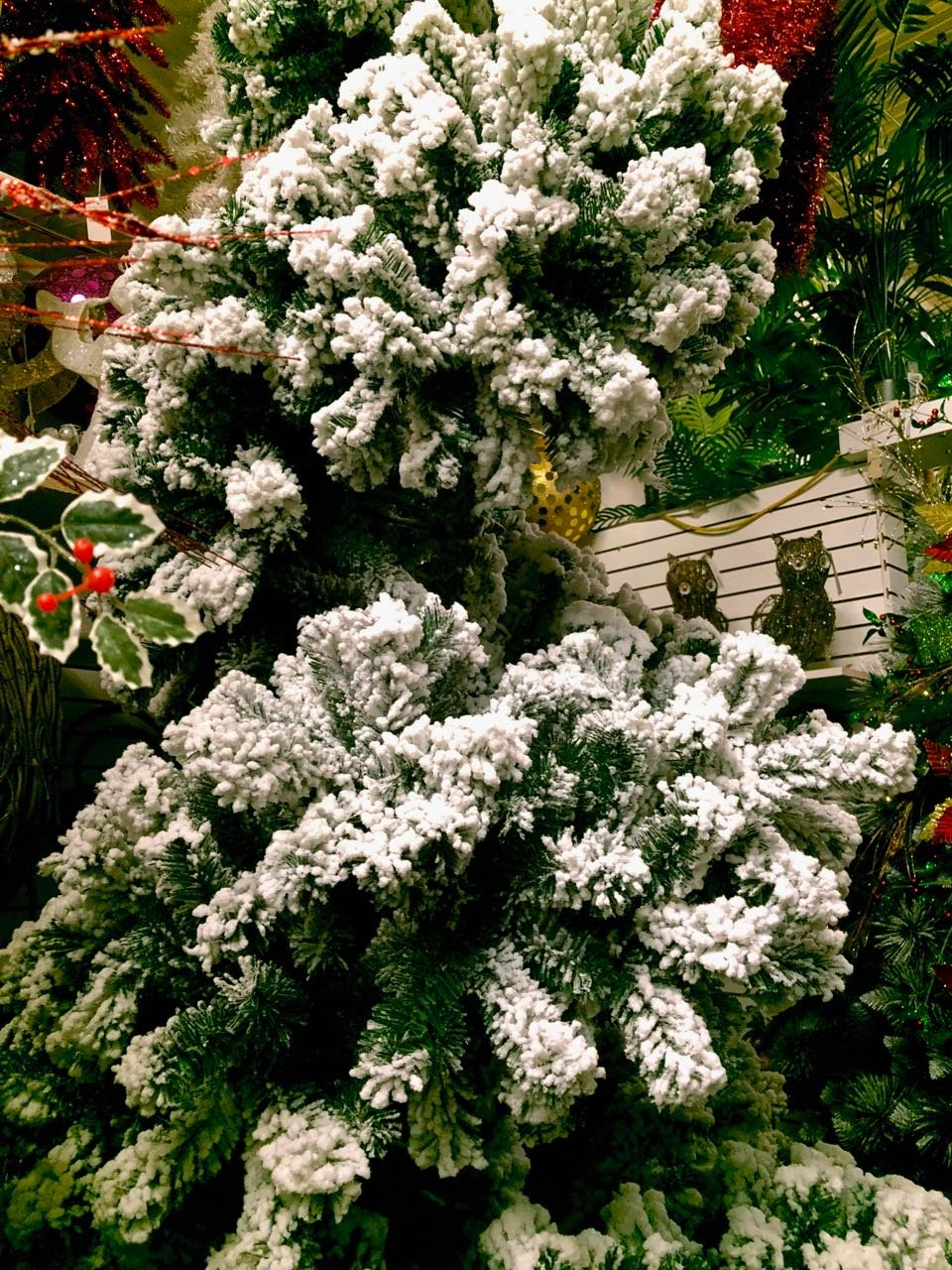AMERIQUE Premium Magnificent Hinged Artificial Snowy Pine Christmas Tree With Metal Stand, Flocked Snow, Unlit