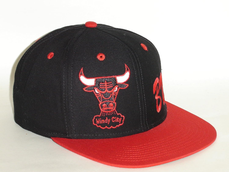 738ee83263f969 Amazon.com : Adidas NBA Chicago Bulls 2Tone Logo Script Retro Snapback Cap  : Sports & Outdoors