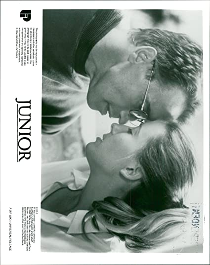 Amazon.com: Vintage photo of Arnold Schwarzenegger with Emma Thompson in Junior: Entertainment Collectibles