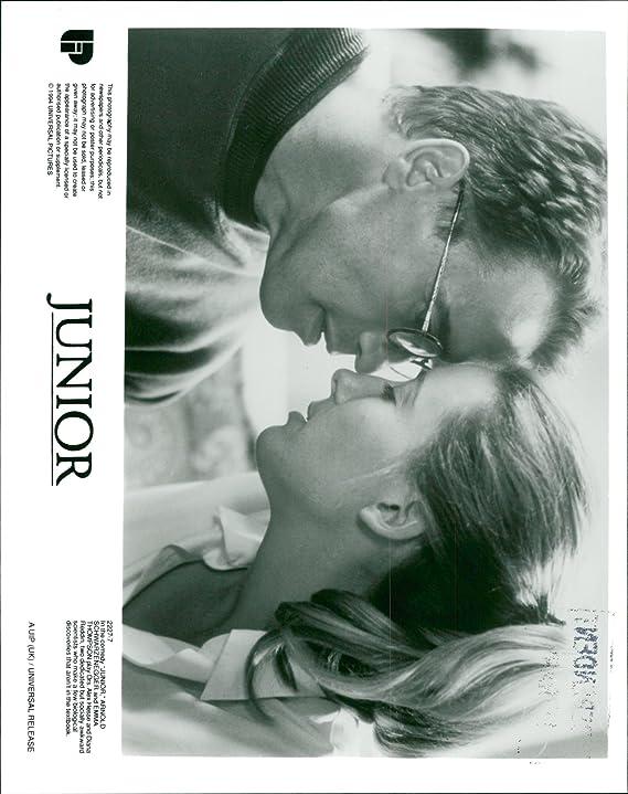 Amazon.com: Vintage photo of Arnold Schwarzenegger with Emma Thompson in Junior: Entertainment Collectibles