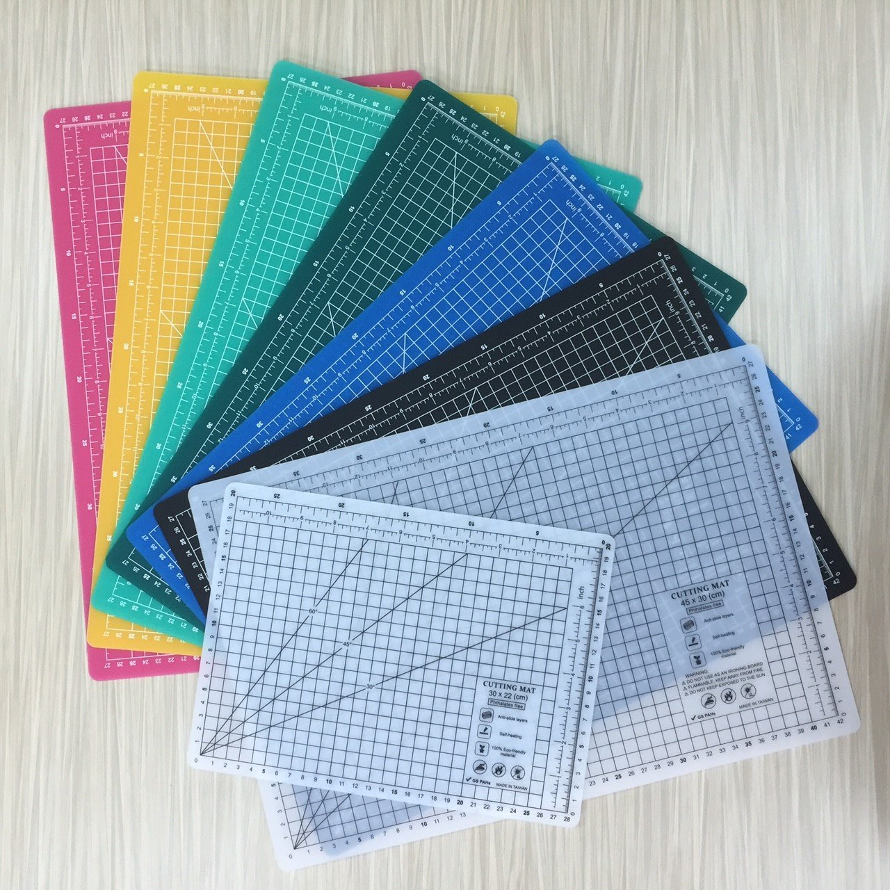 A4 (12L x 9W Inch) (300 x 220 mm) Self Healing Eco Friendly Colorful Cutting Mat (Yellow) Yuen Young Plastics Co. Ltd A25A4