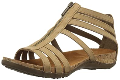 bb1c8e7d7642 Amazon.com  BEARPAW Women s Layla Heeled Sandal  Bearpaw  Shoes