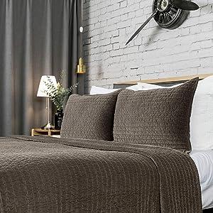 ELEGANT LIFE HOME Reversible Royal Cotton Velvet Pic-Stitch Bedding Quilt - Oversized King - 108'' x 92'', Olive