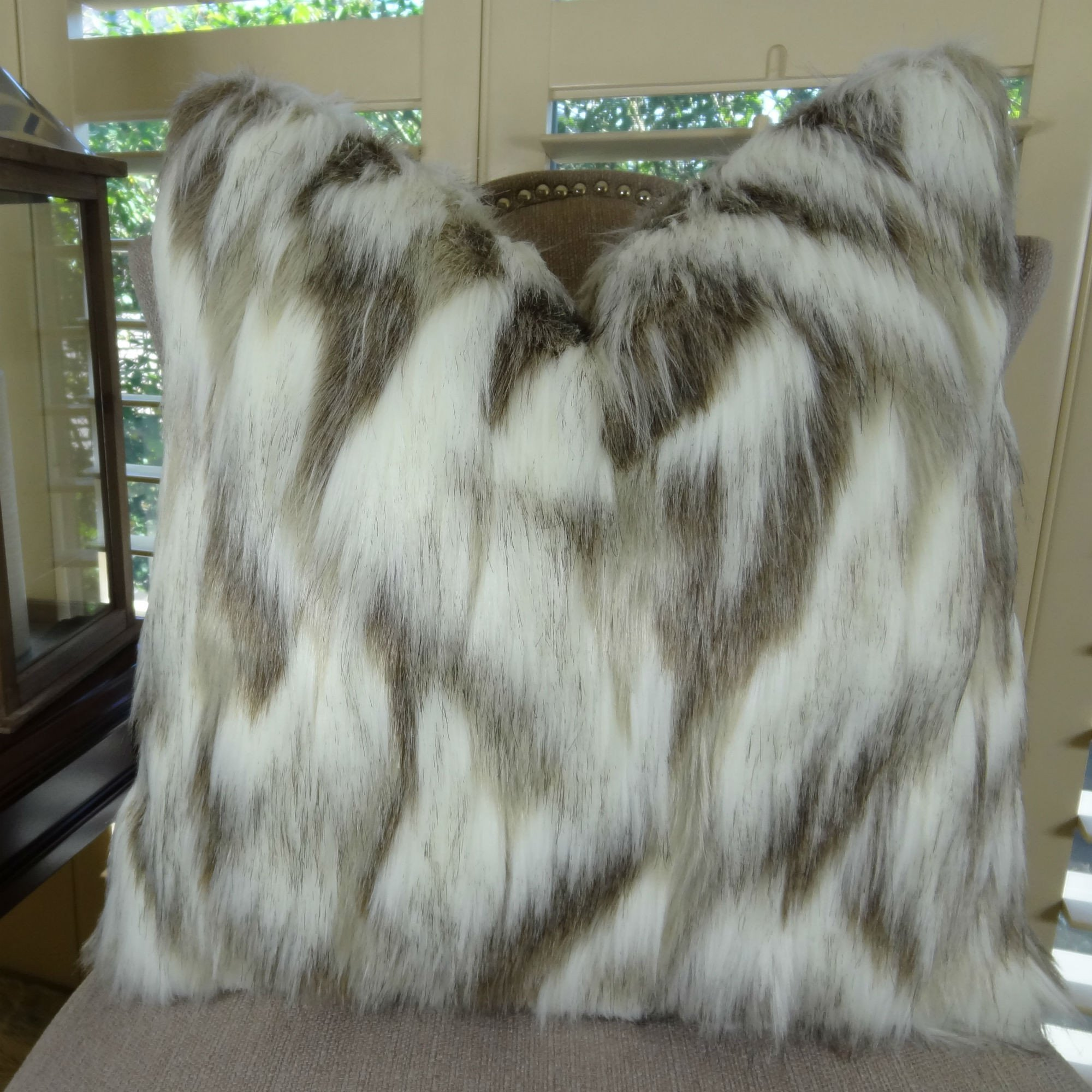 Thomas Collection luxurious throw pillows, animal themed throw pillows, Ivory Beige Tibet Fox Luxury Super Soft Faux Fur Throw Pillow, COVER ONLY, NO INSERT, Made in America, 17405