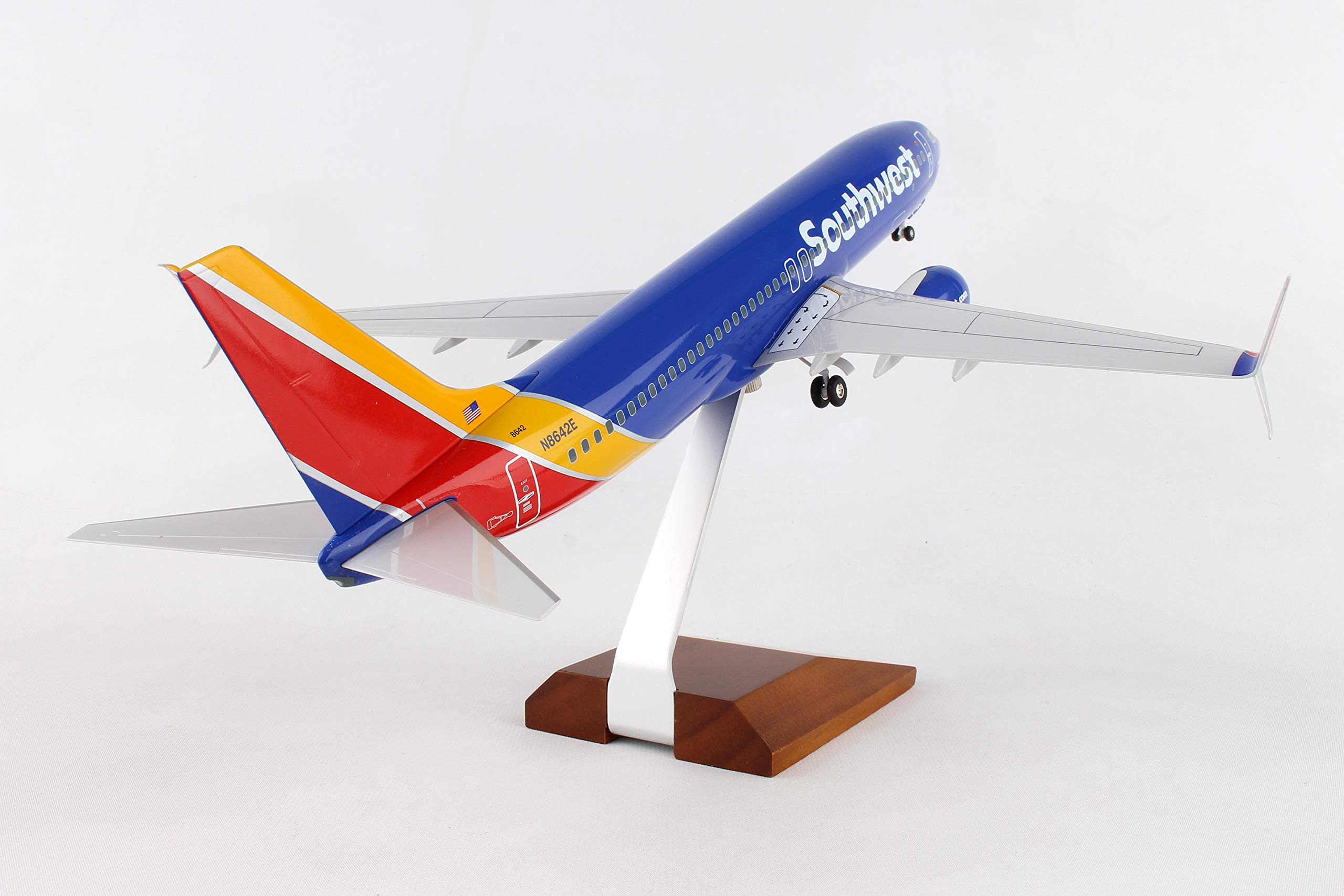 Daron 737-800 Skymarks Southwest Airplane Model with Gear & Wood Stand Heart (1/100 Scale) by Daron (Image #3)