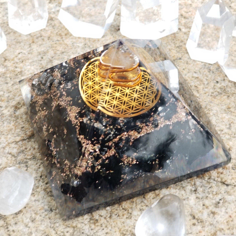 Orgón Pyramid negro turmalina con el símbolo de la flor de la vida, Orgonite energía Generador con cristal punto & Reiki energía: Amazon.es: Hogar