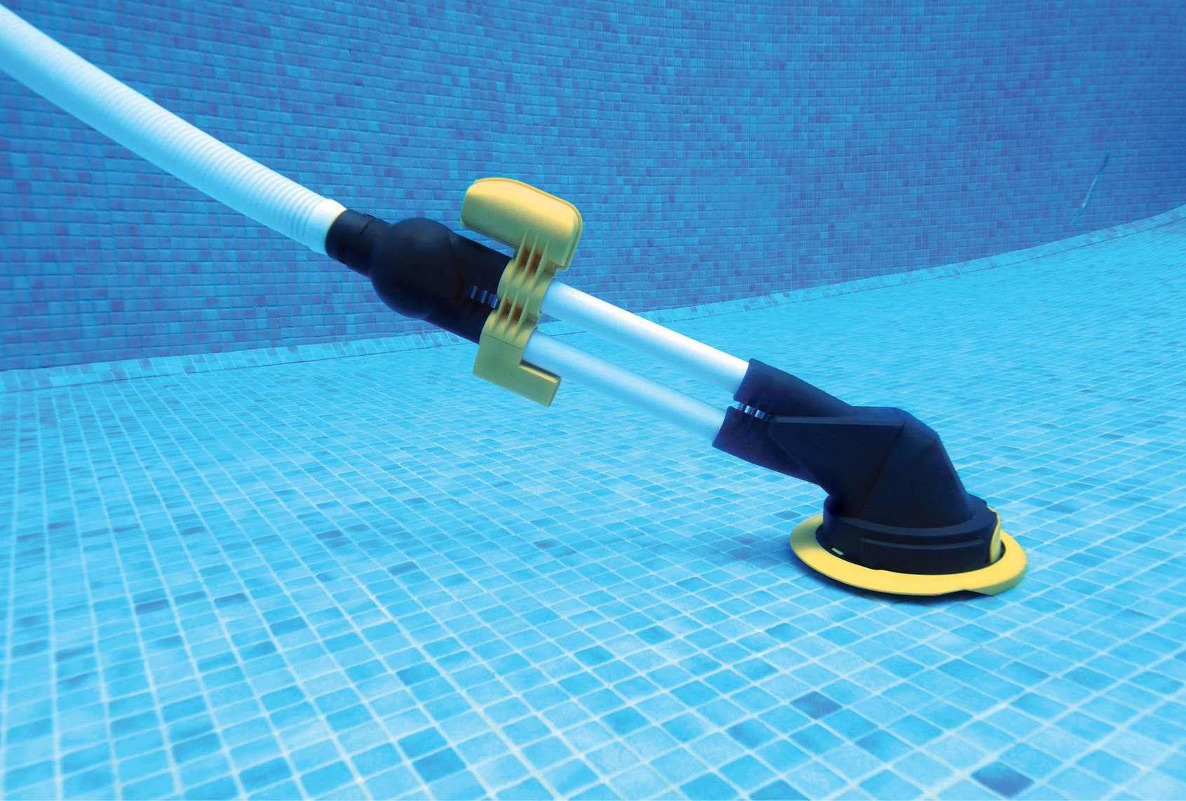 Swimming Pools Vacuum Cleaner with Low Flow Pumps