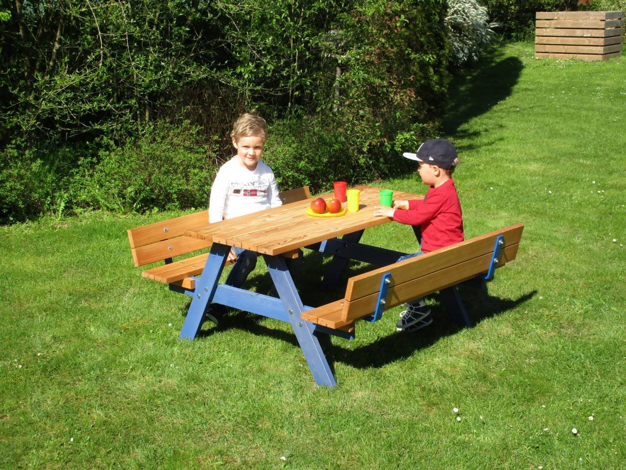 Bätz Holzspielwaren Kinderpicknick-Sitzgruppe mit Rückenlehne / Material: Lärchenholz / Länge: 120 cm / Tischhöhe: 52 cm / Sitzhöhe: 28 cm / Breite: 120 cm