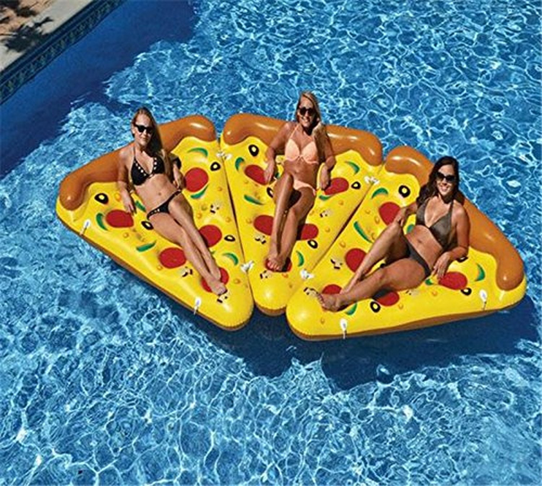 ピザの浮き輪3つ