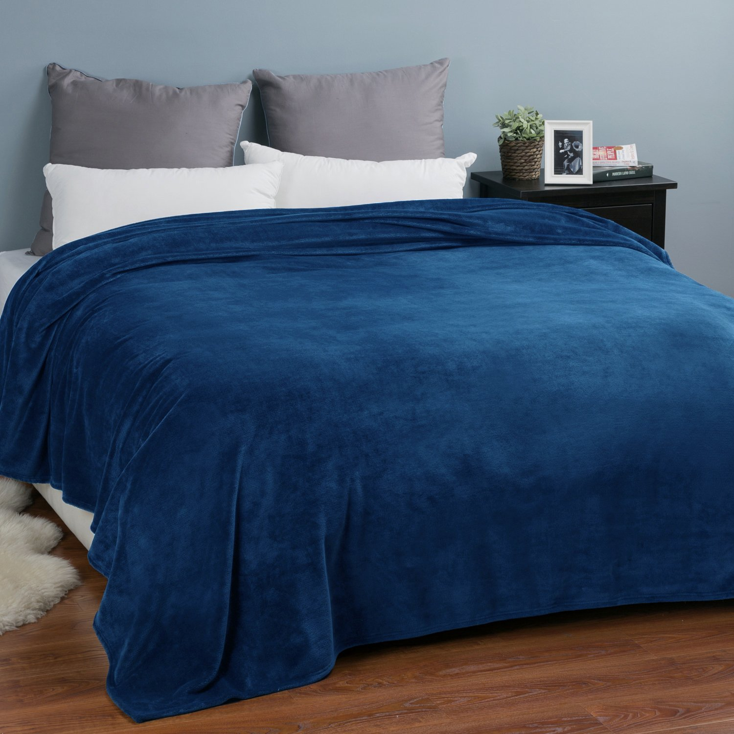 Bedsure Flannel Fleece Luxury Blanket Blue Navy Throw Lightweight Cozy Plush Microfiber Solid Blanket