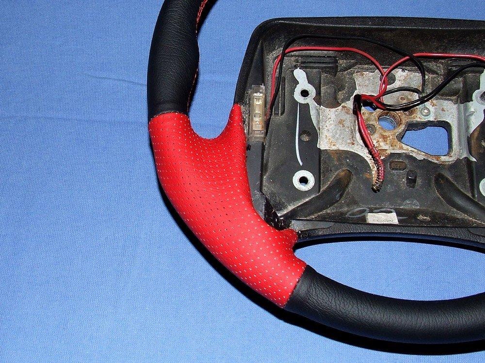 Amazon.com: Chevrolet Camaro 1993-96 cubierta del volante 2 de RedlineGoods: Automotive