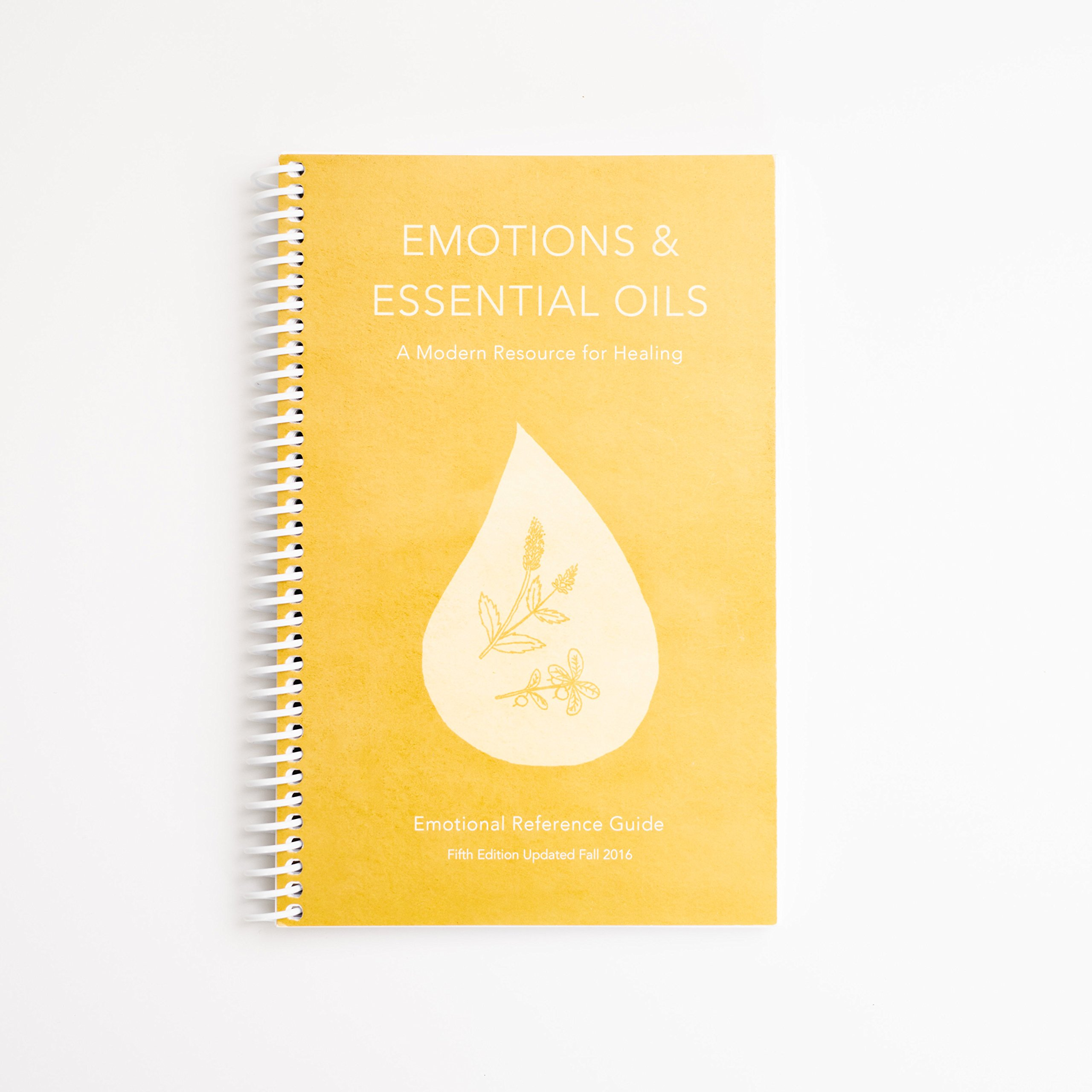 Emotions & Essential Oils, 5th Edition: A Modern Resource for Healing:  Enlighten: 9780990696551: Amazon.com: Books