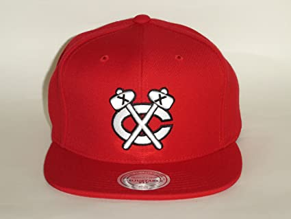 Image Unavailable. Image not available for. Color  Mitchell and Ness NHL  Chicago BlackHawks Old School Logo Red Snapback Cap 76a40088b50b