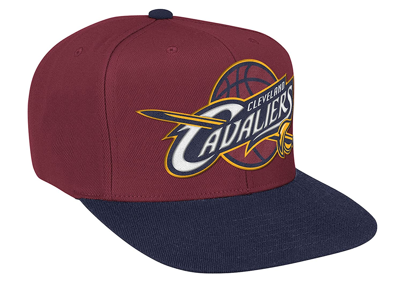 0de1d536684 Amazon.com   Cleveland Cavaliers Mitchell   Ness Logo Snapback Cap Hat  Burgundy Navy   Sports   Outdoors