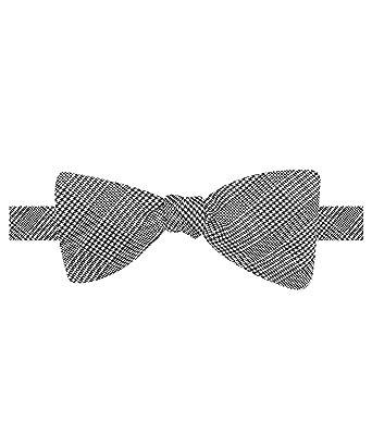 ceab2552e815 Countess Mara Mens Glenn Plaid Bow Tie Black One Size at Amazon ...