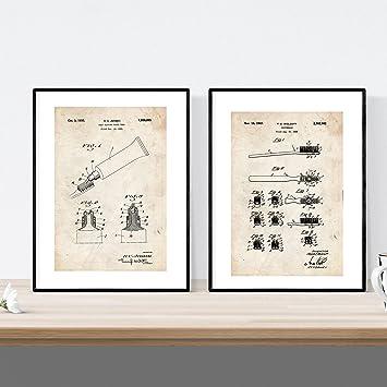 Pack de Dos Laminas de Cepillo de Dientes y Pasta Dental. Patentes Fondo Vintage.