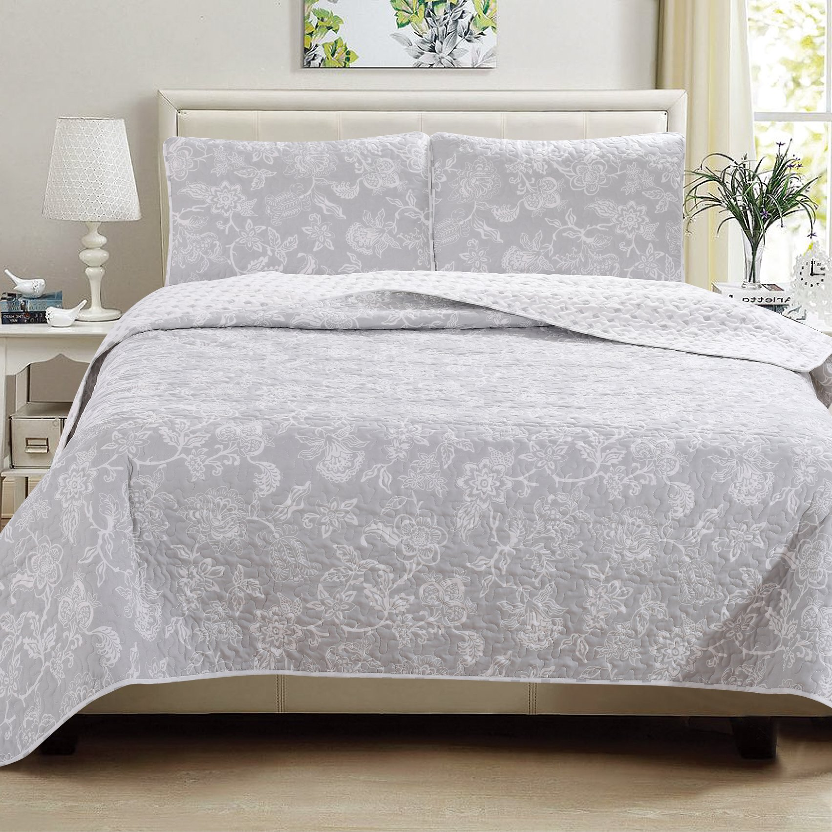 Great Bay Home 3-Piece Reversible Quilt Set with Shams. All-Season Bedspread with Floral Print Pattern in Contemporary Colors. Emma Collection By Brand. (King, Grey) by Great Bay Home (Image #3)