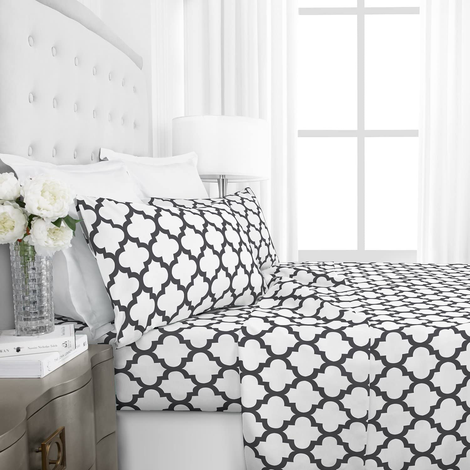 Italian Luxury 1800 Series Hotel Collection Quatrefoil Pattern Bed Sheet Set - Deep Pockets, Wrinkle and Fade Resistant, Hypoallergenic Printed Sheet and Pillow Case Set - Queen - White