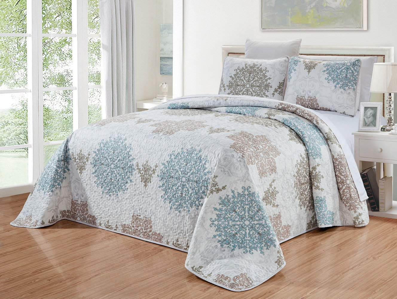 GrandLinen 3-Piece Fine printed Oversize (115'' X 95'') Quilt Set Reversible Bedspread Coverlet (California) CAL KING SIZE Bed Cover (Blue, White, Grey Scroll)