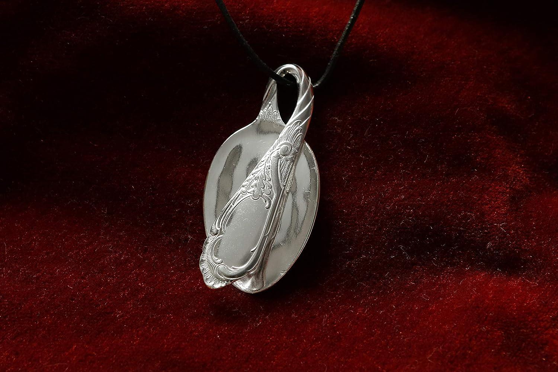 Amulett mit gedrehtem Stiel -Schmuck Silberbesteck