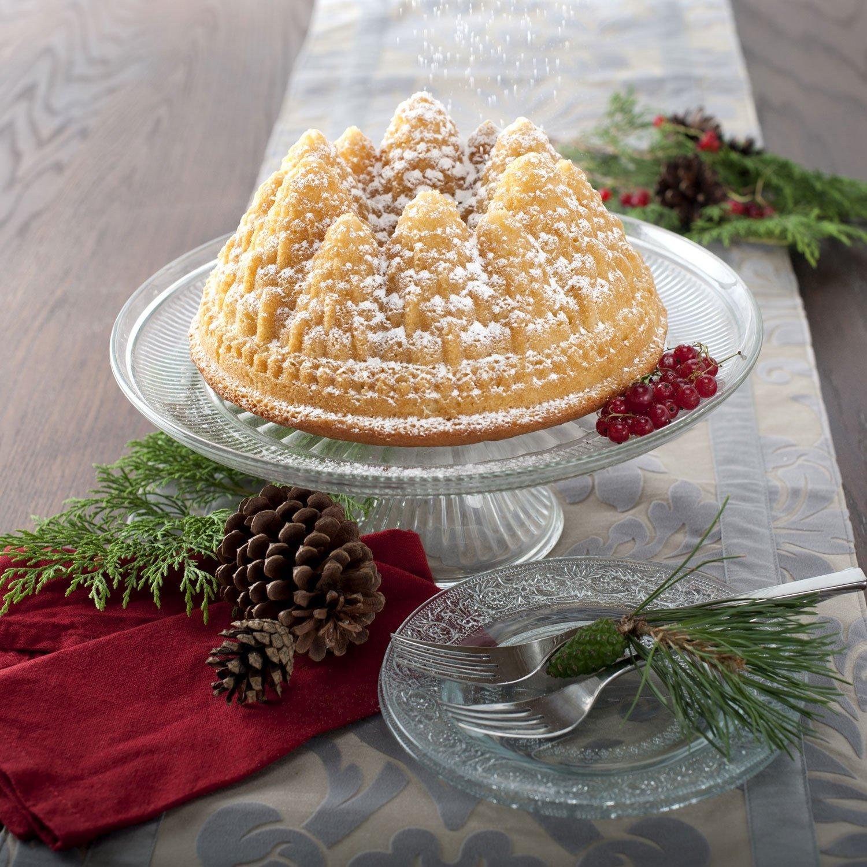 Pine Cone Christmas Cake