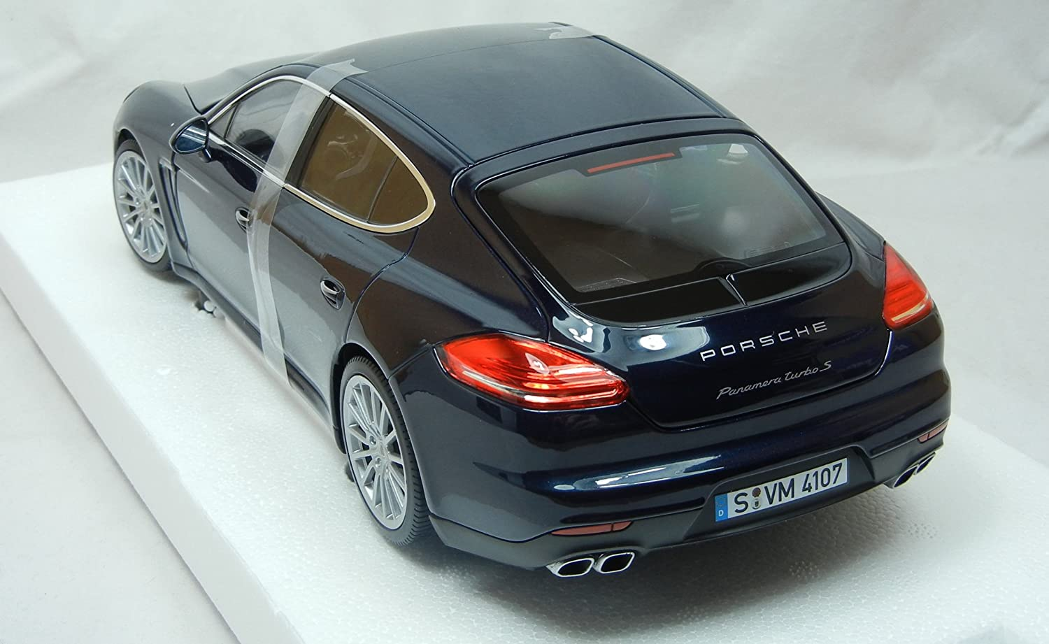 Amazon.com: Modellcar 1:18 Porsche Panamera Turbo S Bue Metallic Minichamps: Toys & Games