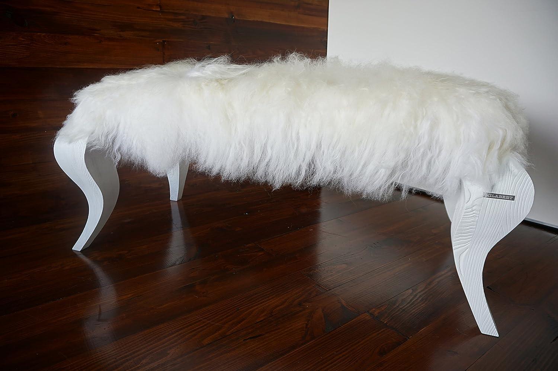 Exklusive Ottomane Bank mit Eichenholz Beine gepolstert mit Öko Naturfell Island Schaffell Extra lange weiße Wolle - Designermöbel von MILABERT (OB05163)