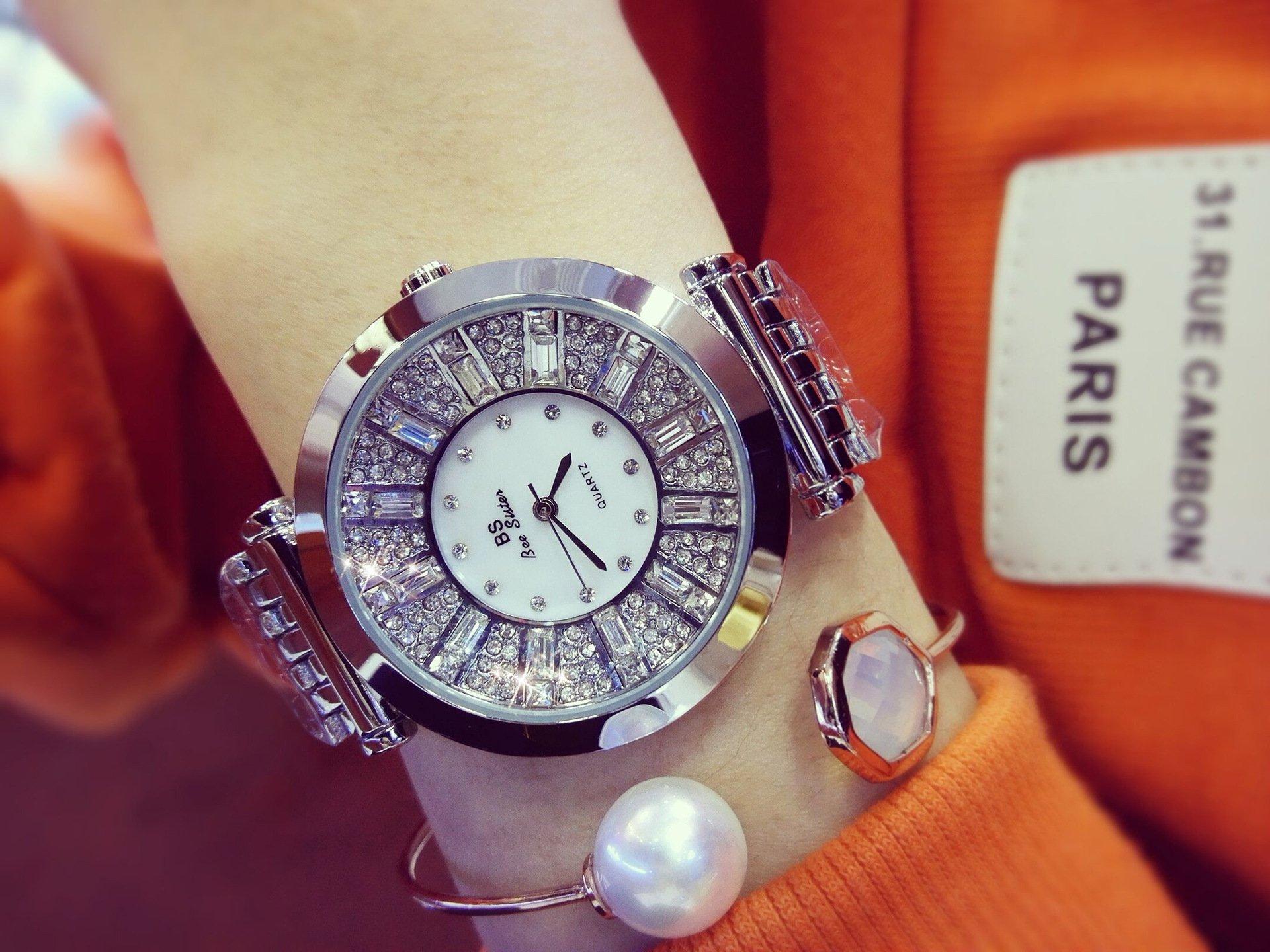 MODIWEN Luxury Ladies Rhinestone Bracelet Watch with Quartz Movement Women Watches (Sliver)