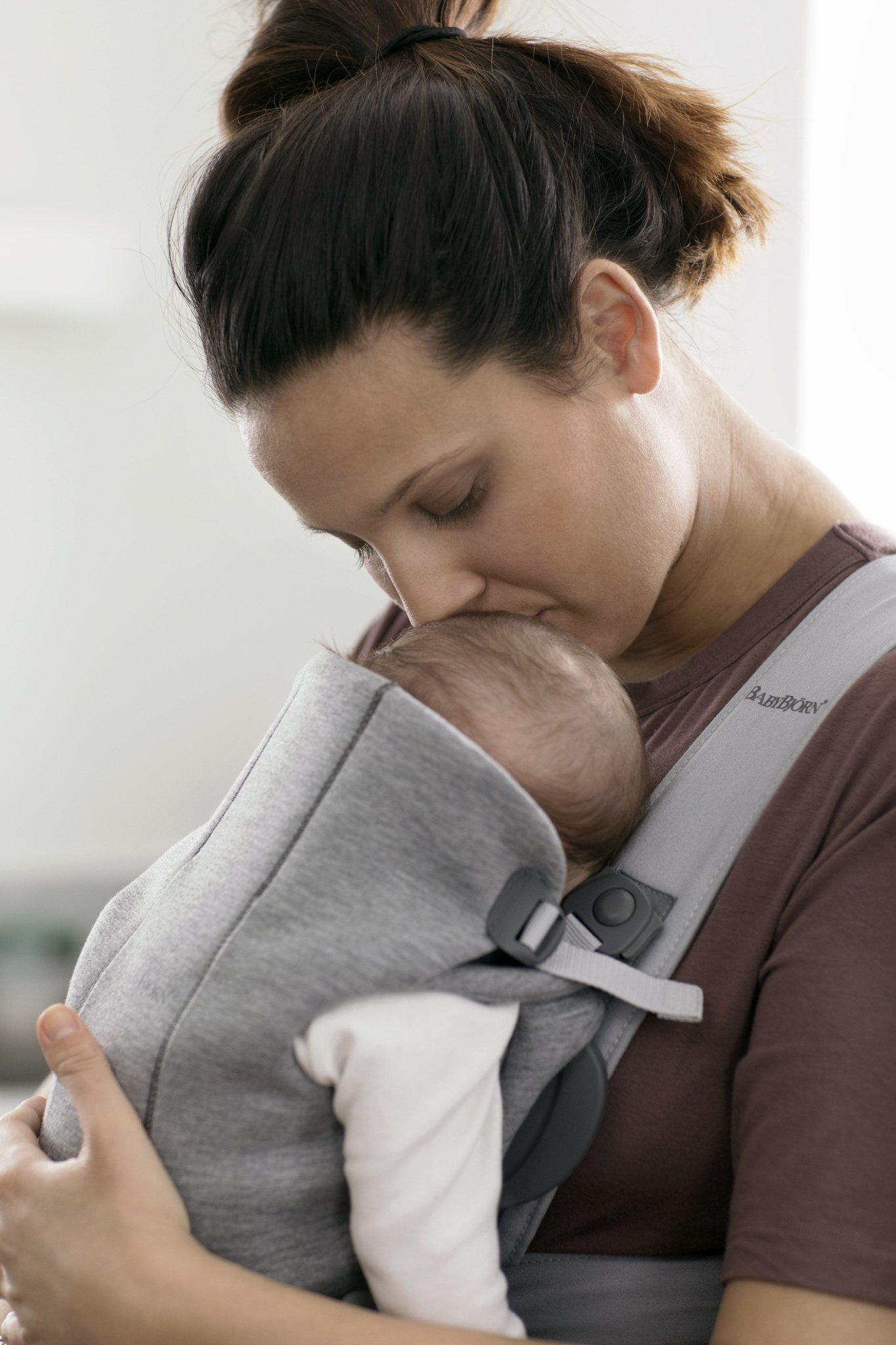 BABYBJORN Baby Carrier Mini in 3D Jersey, Light Grey by BabyBjörn (Image #5)