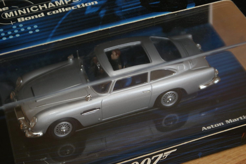 Diecast Model Aston Martin Db5 James Bond Goldfinger In Silver Amazon Co Uk Toys Games