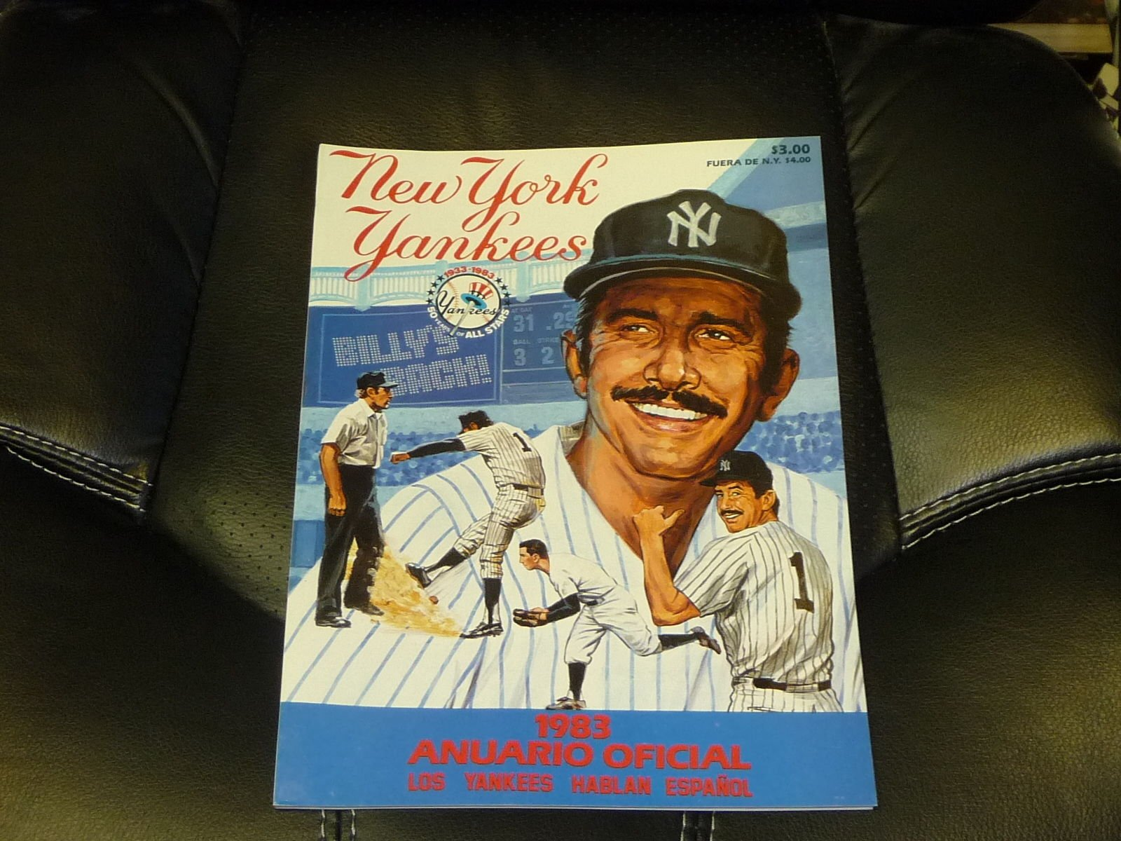 1983 NEW YORK YANKEES BASEBALL YEARBOOK RARE SPANISH EDITION MINT