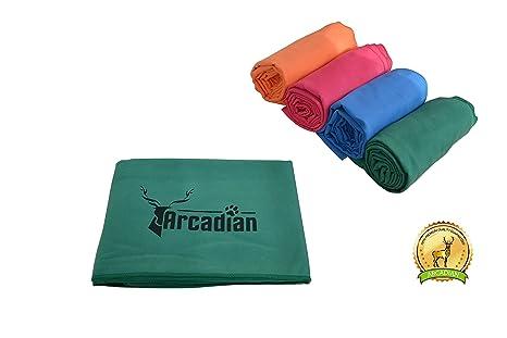 Toalla de microfibras grande para perro por Arcadian en azul, verde, naranja, y rosa.