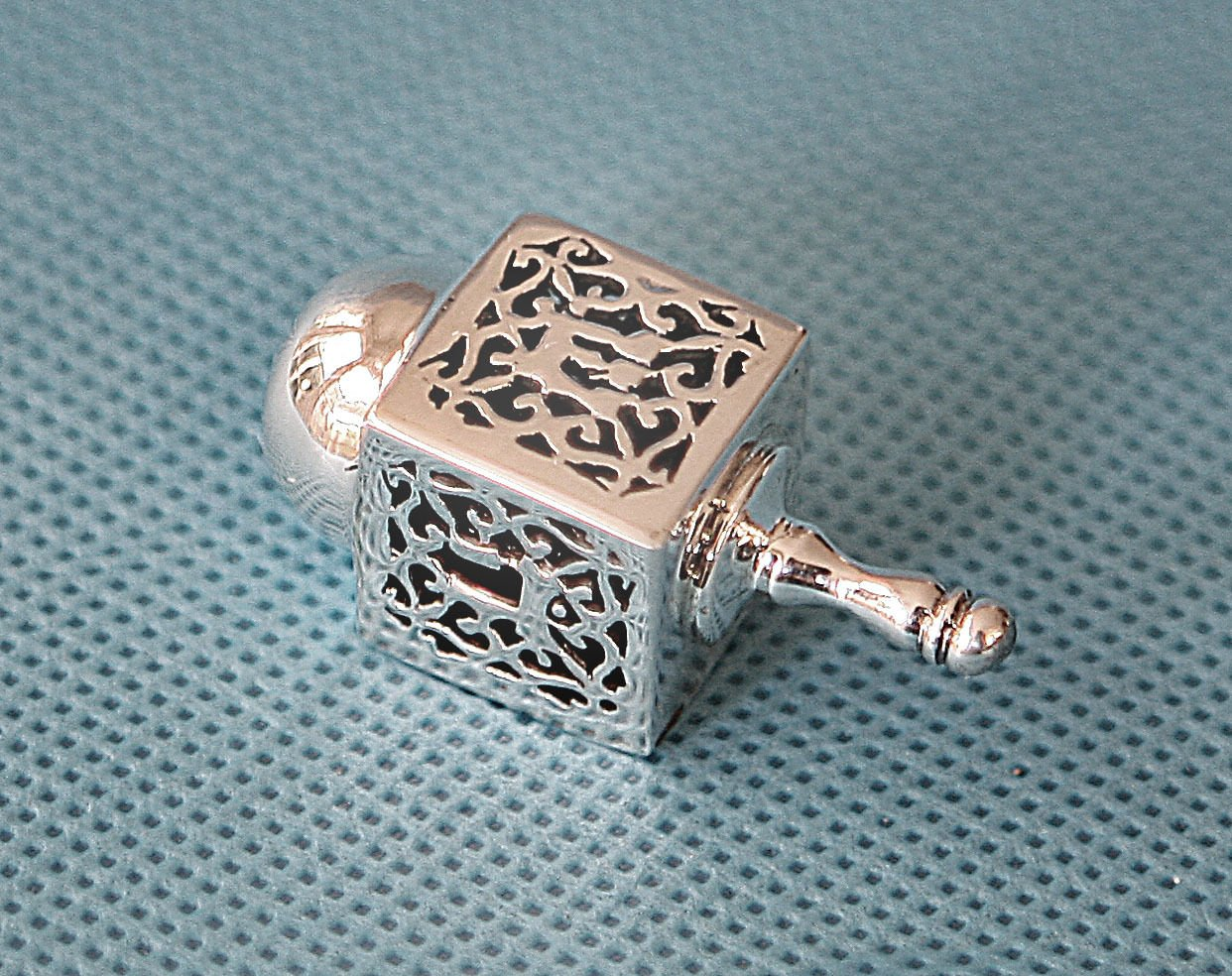 Hanukkah Chanukkah Dreidel Collector's Beautiful Unique 925 Silver Ornate Filigree Design, Hand Made , Size: 1.75'' x 0.75'' . Spinning Top . Perfect & Great Gift for Hanukkah Collectors Kids Housewarming Birthday