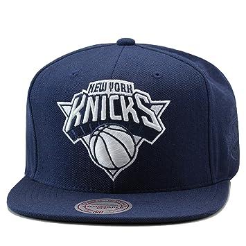 f02068931bd Mitchell   Ness New York Knicks Snapback Hat Cap Navy White  Amazon.co.uk   Sports   Outdoors