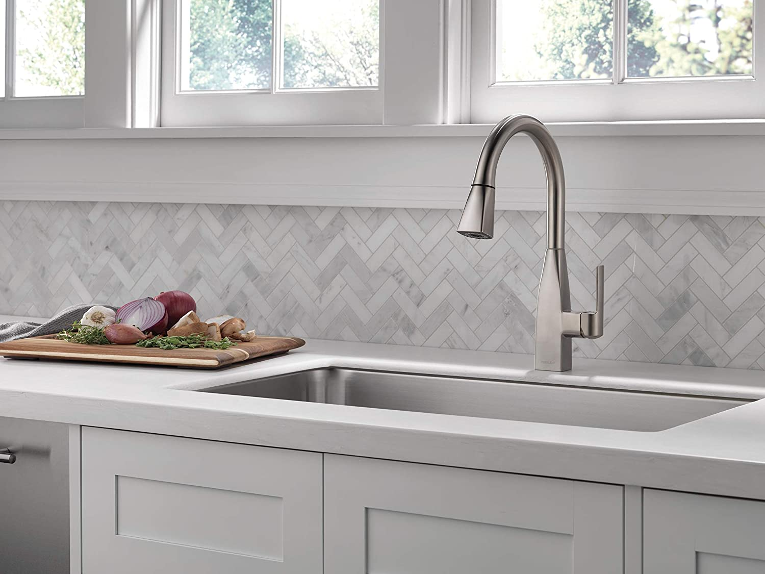 Stainless P7919LF-SS Peerless Xander Single-Handle Kitchen Sink Faucet with Pull Down Sprayer