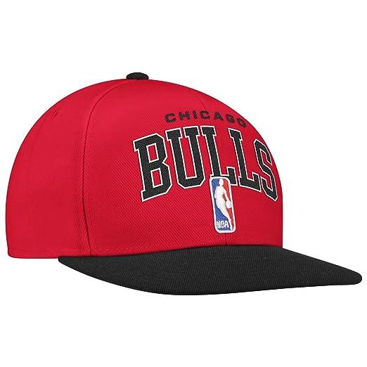 new style c505e 59cf5 Amazon.com   NBA Chicago Bulls Snapback Adjustable Draft Hat   Sports Fan  Baseball Caps   Clothing