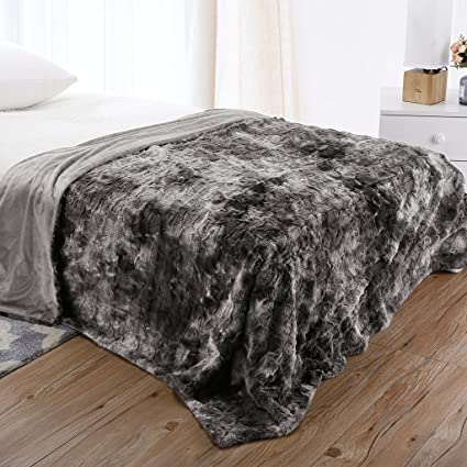 LANGRIA Luxury Super Soft Faux Fur Fleece Throw Blanket Cozy Warm  Breathable Lightweight and Machine Washable db6703f10