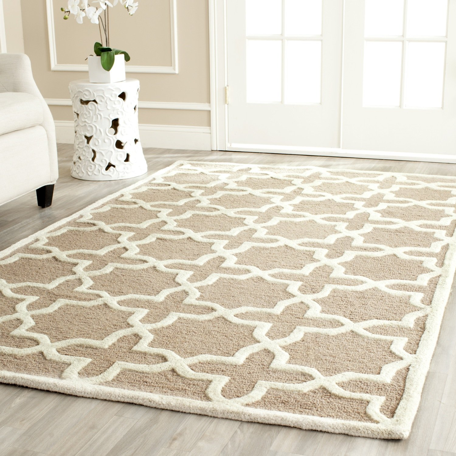 Amazon.com: Safavieh Cambridge Collection CAM125J Handcrafted Moroccan  Geometric Beige And Ivory Premium Wool Area Rug (6u0027 X 9u0027): Kitchen U0026 Dining